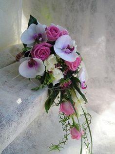 Resultados de la Búsqueda de imágenes de Google de http://liliummadrid.es/users/1357/images/ramo-de-novia-caida-con-orquideas-1322070472.jpg
