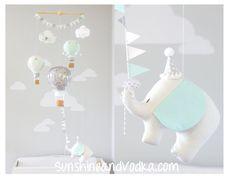 Baby Mobile Hot Air Balloon Elephant Mobile von sunshineandvodka