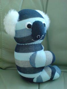 Sock Koala3 por JIAMINLIM Diy Sock Toys, Sock Crafts, Sock Dolls, Baby Dolls, Sock Snowman, Sock Monster, Sock Puppets, Sock Animals, Clay Animals