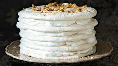 Naprosto hvězdná přeměna bílků zbylých při přípravě vánočního cukroví! Tento neodolatelný křehký dezert efektně završí štědrovečerní večeři. Pavlova, Vanilla Cake, Sweet Tooth, Pie, Cheese, Baking, Desserts, Food, Torte