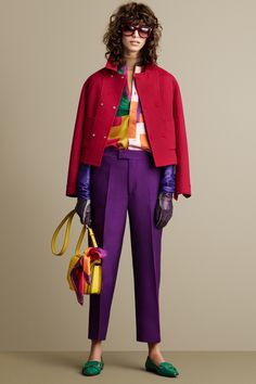 Bally Fall 2015 Ready-to-Wear Fashion Show Color Combinations For Clothes, Color Blocking Outfits, Color Combos, Purple Outfits, Colourful Outfits, Purple Fashion, Colorful Fashion, Leonardo D, Fashion Business