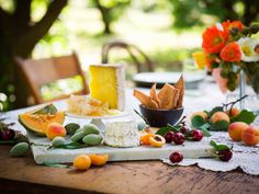 ...this backyard soiree is! with my beau and a bottle, this is the ideal lazy summer picnic    (annabellebreakey.com)