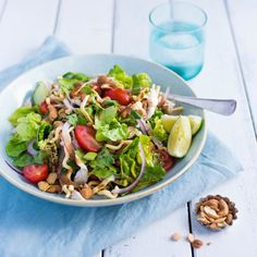 This healthy, delicious crispy noodle chicken salad with hoisin dressing can be on the table in 10 minutes - perfect for a super quick weeknight dinner! Lunch Recipes, Salad Recipes, Cooking Recipes, Healthy Recipes, Savoury Recipes, Free Recipes, Thai Beef Salad, Chicken Salad, Crispy Noodles