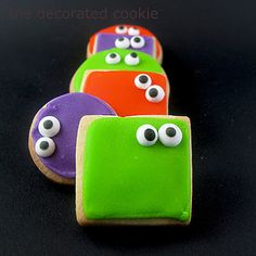 your cookies are watching you… spooky, googly-eyed Halloween cookies | The Decorated Cookie