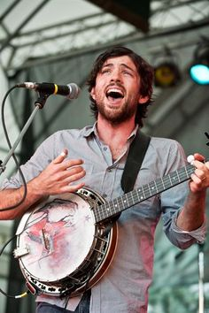 I find Scott Avett to be Damn Attractive. His brother is quite lovely too.
