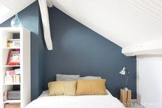 chambre sous combles au pignon bleu