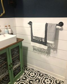 This rustic towel bar is made out of metal pipe fittings. Cost about $15 to make and took 5 min to assemble. Follow @sawsandstilletos on Instagram for more!