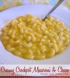 So Creamy Slow Cooker Macaroni and Cheese | This side dish recipe doubles as a delicious main dish recipe, depending on what you're in the mood for. It's super creamy, so it's hearty enough to eat by itself.