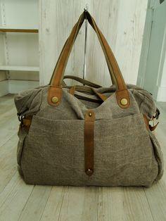 sac a main cabas en toile de lin origine Normandie teintée ardoise garniture croûte de cuir accessoires laiton vieillis : Sacs à main par nineta