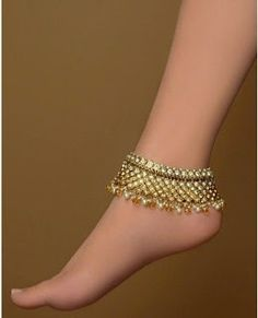 Payal (Anklet) indian-dresses-jewelry-accessories ---- because I'm more likely to not have shoes on than anything Ankle Jewelry, Ankle Bracelets, Jewlery, Jewelry Accessories, Jewelry Design, Fashion Accessories, Neck Accessories, Anklet Designs, Beaded Anklets