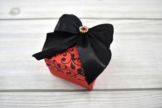 Piros, indamintás dobozka - Tökéletes esküvői meghívók Band, Accessories, Fashion, Moda, Sash, Fashion Styles, Fashion Illustrations, Bands, Jewelry Accessories