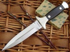Kershaw Trooper – And other Hattori Daggers – The Hattori Collector Kitchen Knives, Swords, Primitive, Weapons, Weapons Guns, Guns, Weapon, Couture Facile, Sword