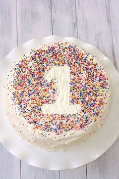 Fluffy Vanilla Cake with Whipped Vanilla Bean Frosting {William's Birthday!} Fluffy Vanilla Cake with Whipped Vanilla Bean Frosting- a fun and easy way to decorate a first birthday cake! Vanilla Bean Frosting, Cake Frosting Recipe, Frosting Recipes, Vanilla Cake, Fluffy Frosting, Buttercream Frosting, Food Cakes, Cupcake Cakes, First Birthday Cakes