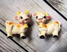Vintage cow salt and pepper shakers, cow salt and pepper shaker set, vintage kitsch ceramic rosy cheeck cows by AAWoodAndVintage on Etsy https://www.etsy.com/listing/519735286/vintage-cow-salt-and-pepper-shakers-cow