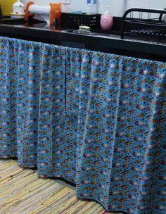 cortina para pia da cozinha Diy Curtains, Kitchen Curtains, Flower Applique, Chair Covers, Dining Room Design, Simple House, Home Renovation, Boho Decor, Diy Furniture