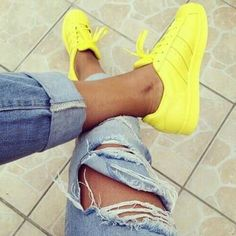 With the new Adidas running shoes; this is the new boost by Adidas running shoes. Tenis Adidas Superstar, Superstar Supercolor, Look Adidas, Mode Lookbook, Mode Shoes, Cooler Look, Adidas Shoes Women, Nike Women, Victorias Secret Models