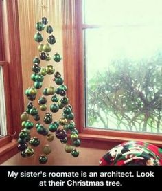 Neat Christmas tree idea ^^,
