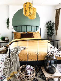 Een cirkel op de muur is origineel en net anders Bedroom Sets, Room Decor Bedroom, Small Apartment Design, Dream Rooms, House Rooms, New Room, Bedroom Apartment, Home And Living, Room Inspiration