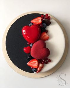 black & white cake with heart cake and berries❤❤❤ by Its so glamour! Food Cakes, Cupcake Cakes, Cupcakes, Pretty Cakes, Beautiful Cakes, Amazing Cakes, Cake Recipes, Dessert Recipes, Heart Cakes