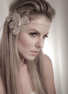 Find images and videos about hair, vintage and wedding on We Heart It - the app to get lost in what you love. Boho Hairstyles, Elegant Hairstyles, Headband Hairstyles, Pretty Hairstyles, Wedding Hairstyles, Wedding Dress Accessories, Hair Accessories, Flapper Headpiece, Races Fashion