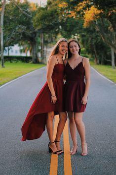 Prom Dresses in dark colors Prom Photos, Prom Pictures, Prom Pics, Homecoming Poses, Homecoming Dresses, Graduation Dresses, Gala Dinner, Hoco Dresses, Dance Dresses