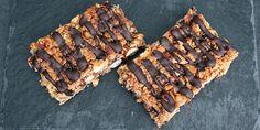 Hjemmelavede müslibarer med chokolade, der smager himmelsk og samtidig er vildt nemme at lave. Så har du en perfekt snack til madpakken, der er sundere, end dem du køber.