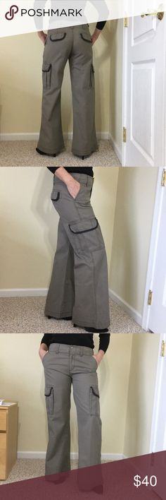 Alice and Olivia casual pants, barely worn Like new pants, size unlisted but feels 6-8 or a medium, bundle up and save! Alice + Olivia Pants Wide Leg