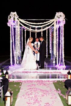 Check out this gorgeous Florida wedding http://www.prettymyparty.com/elegant-florida-wedding-part-1/