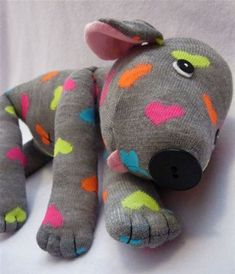 Here are 41 toys to make for your kids which are so simple to make and so engaging to play with! These awesome DIY toys will inspire you to make the perfect gift for your child. Sewing Toys, Sewing Crafts, Sock Crafts, Sock Toys, Sock Animals, Sewing Projects For Beginners, Easy Projects, Stuffed Animal Patterns, Stuffed Animals