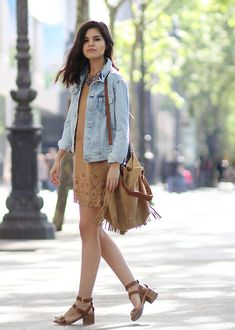 suede-dress-street-style-fringe-bag-denim-jacket