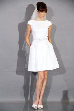 Vestido de novia corto liso de Theia 2012
