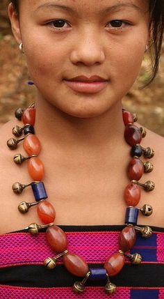 India, young Naga girl wearing traditional necklace of carnelian, glass, and brass bells, Nagaland Weird Jewelry, Hippie Jewelry, Tribal Jewelry, Rock Jewelry, Hippie Boho, We Are The World, Kinds Of People, People Around The World, Naga People