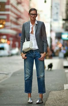 Life and Style Tips from J.Crew's Jenna Lyons 12 Life and Style Tips from J.Crew's Jenna Lyons – Brit + Life and Style Tips from J.Crew's Jenna Lyons – Brit + Co Office Fashion, Work Fashion, Style Fashion, Silver Oxfords, Metallic Flats, Silver Shoes, Metallic Leather, Gold Flats, Gold Sandals