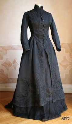 Victorian mourning gown, ca. 1877 Period Outfit, Look, Victorian Costume, Victorian Steampunk, Victorian Hats, Victorian Dresses, Gothic Dress, Historical Clothing, Antique Clothing