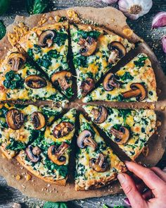 Vegan Garlic Mushroom and Spinach PizzaYou can find Pizza recipes and more on our website.Vegan Garlic Mushroom and Spinach Pizza Vegan Keto, Vegan Vegetarian, Vegetarian Recipes, Cooking Recipes, Vegan Food, Diet Recipes, Diet Meals, Pizza Recipes Italian, Mushroom Pizza Recipes