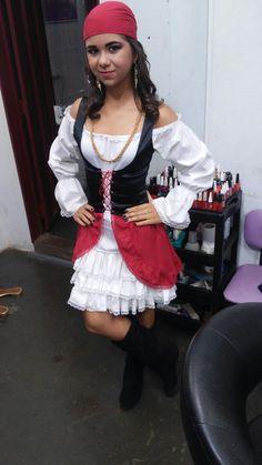 Vestido de pirata feminino com bandana . E um corpete preto de arrasar!