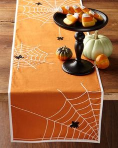 30 Halloween Table Centerpiece Ideas | Shelterness