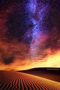 Milky way in the desert sky . I want to see the stars on a night sky in the middle of the desert. Beautiful Sky, Beautiful World, Beautiful Places, Beautiful Pictures, Cosmos, To Infinity And Beyond, Science And Nature, Art Nature, Milky Way