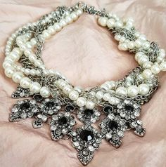 The Modern Chunky Pearl Necklace: How to Style It
