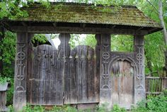 """Traditional Romanian gate: On top of the gate the inscription """"Dumnezeu este iubire"""" (God is love). The sun cross motif is present. Romania People, Rural House, Vernacular Architecture, Traditional House, Gods Love, Gazebo, New Homes, Outdoor Structures, Culture"""