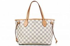 I think this Louis Vuitton bag is great for spring and summer... I think I need it!