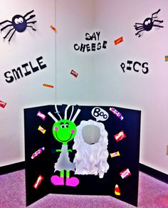 Kids Halloween party photo backdrop...possibly for PTA Haunted Hallways???