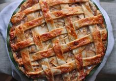 Salted Caramel Apple Pie.... Need to make soon!! Maybe for my bday :)