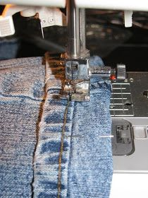 Tiny Tidbits: How to Hem Jeans like a Professional using original hem. No picking out seams! Tiny Tidbits: How to Hem Jeans like a Professional. My favorite pin EVER! How to Hem Jeans li Sewing Hacks, Sewing Tutorials, Sewing Crafts, Sewing Tips, Sewing Ideas, Hemming Jeans, Hem Jeans, Techniques Couture, Sewing Techniques
