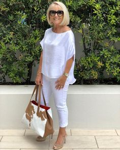 Best Fashion Tips For Women Over 60 - Fashion Trends Over 60 Fashion, 50 Fashion, Party Fashion, Spring Fashion, Fashion Outfits, Fashion Tips, Woman Outfits, Fashion Websites, Mode Ab 50
