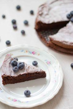 Chocoladetaart met maar 4 ingrediënten (glutenvrij) - gezond, snel & makkelijk / Kokerellen