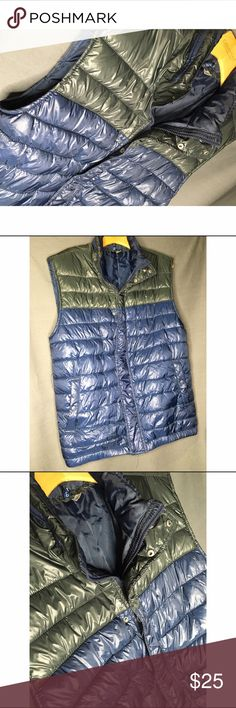 Bubble Vest Bubble vest has everything you need to keep you warm in the winter 🎄. Plus this vest is in great great condition! Only been worn once. Nice vest to style in also 😎 Old Navy Jackets & Coats Vests