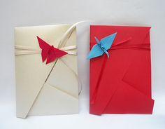 Como me encargaron la confección de los sobres para un casamiento, empecé a buscar varios modelos para presentar como alternativas. Dependie...