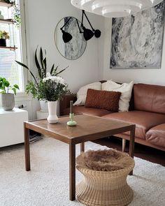 Kunnostin huonokuntoisen Askon sohvapöydän itse. Lopputulos on ihan kohtuullinen. Living Room, Table, Furniture, Vintage, Home Decor, Decoration Home, Room Decor, Home Living Room, Tables