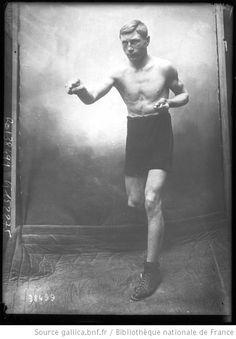 Prunier, photo Dejonghe [portrait du boxeur] : [photographie de presse] / [Agence Rol] - 1